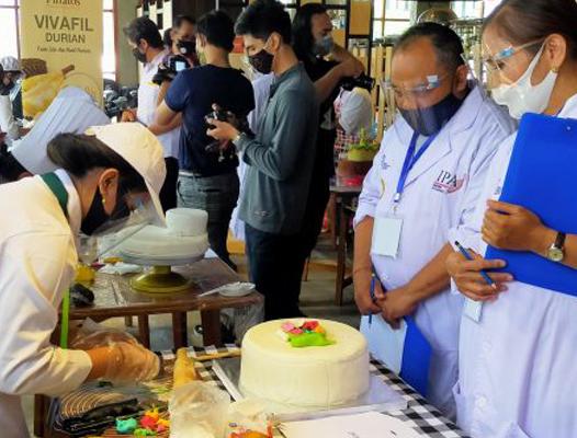 Adu Keterampilan Menghias Kue Ulang Tahun